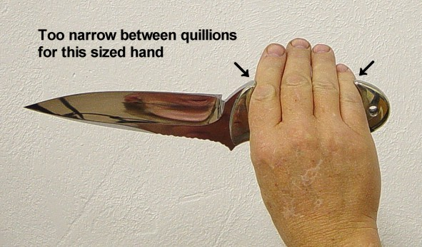 Knife handle sizing, custom knives, illustration, poor fit between quillons of knife handle