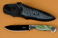 """Vulpecula"" obverse side view in hot-blued O1 high carbon tungsten vanadium tool steel alloy, hand-engraved 304 stainless steel bolsters, Silver Leaf Serpentine gemstone handle, Frog skin inlaid in hand-carved leather sheath"