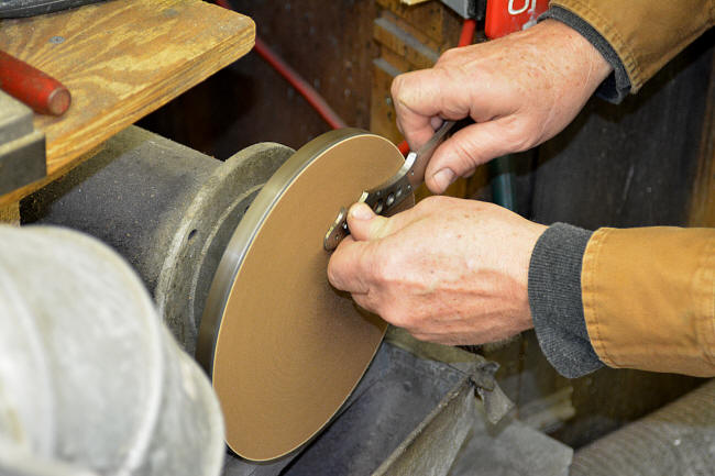 Disk grinding a knife tang with abrasive sheet