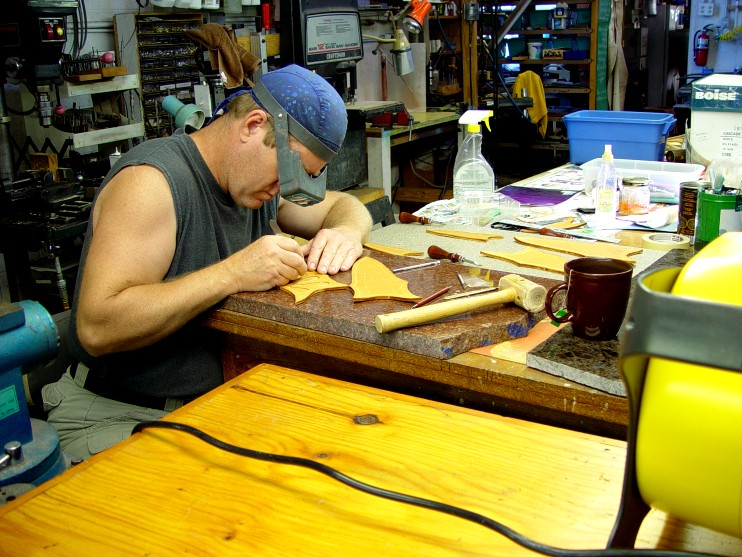 Sheath work: hand carving with a scalpel on the granite block.
