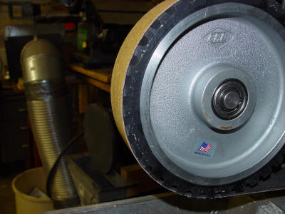 Belt grinder serrated contact wheel