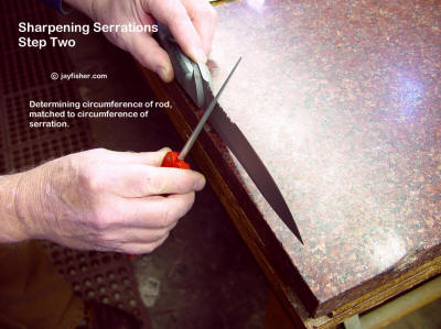Sharpening knife blade serrations, determining the serration circumference