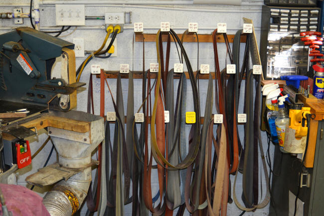 Abrasive belt rack, working set